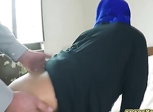 Homeless arab neonate fucked hard in her pussy