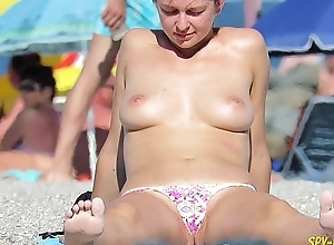Imported Amateurs Voyeur Beach - Candid Bikini Adapt to Up