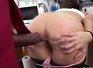Amateur Latin babe fucked on desk in backroms