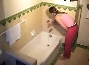 Stepsister masturbating in the bath - More on allanalpass.com/AdD2k