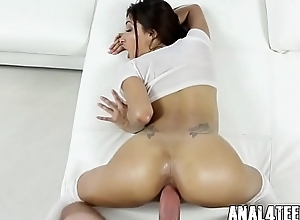 Inanely Hot Teen wants the brush Ass Fucked