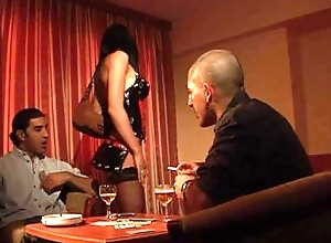 Sofia Cucci succeed in drilled by a poker gamer